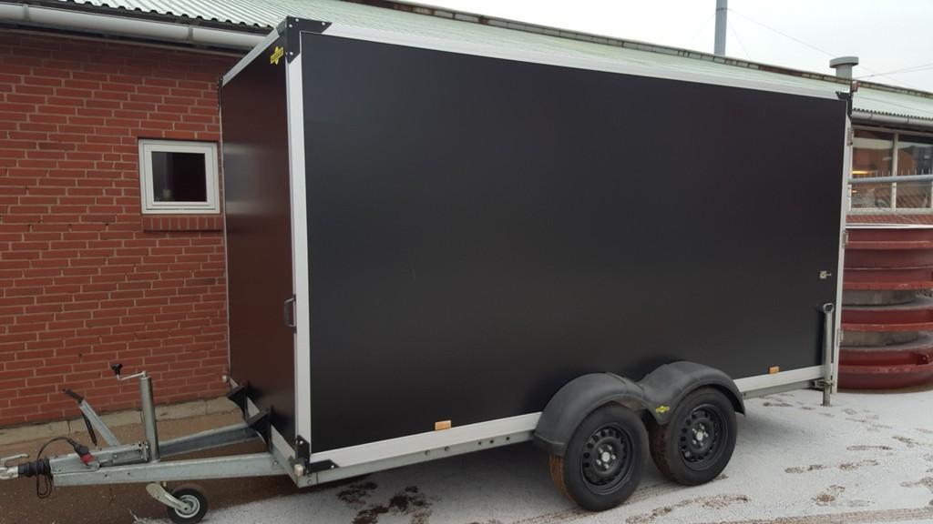 Motorsporten.dk - Job & handel - SÆLGES - lukket trailer fra Humbaur